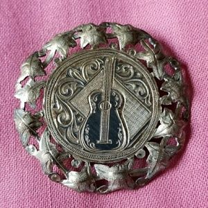 Vintage 900 silver guitar brooch round ivy banjo